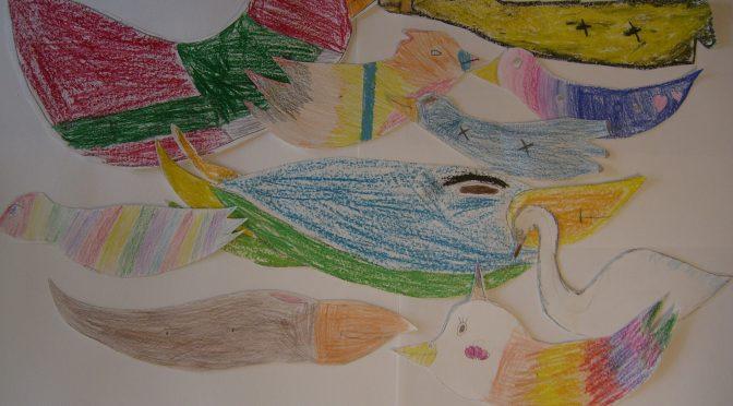 Designa en fantasifågel i trä kombinerat med metall. Skriva en berättelse om sin fågel i slöjdboken. Alla fåglar kommer att ställas ut på Galleri Kopparslagaren i Hultsfred! :)