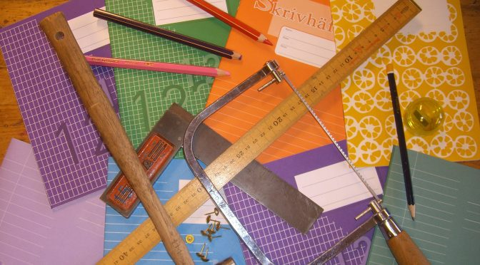 Elev ska lära sig hanterar olika verktyg och redskap på ett säkert sätt. Göra en ritning, välja färg och form efter eget tycke och smak! :)